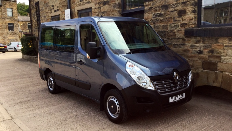 Renault Master Swb Diesel Fwd Sl28Dci 170 Business Low Roof Van Quickshift6